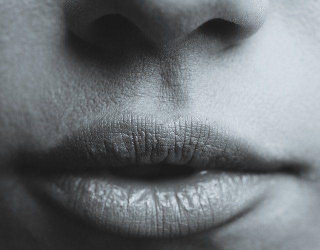 Cara Menghilangkan Nikotin di Bibir Paling Efektif untuk Perokok