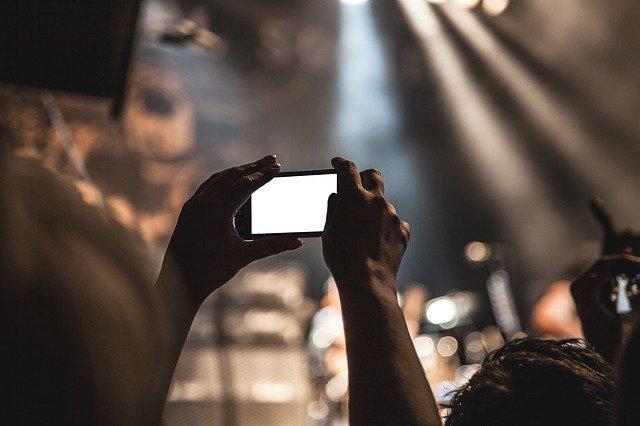Tips Foto Levitasi Menggunakan Berbagai Jenis Camera
